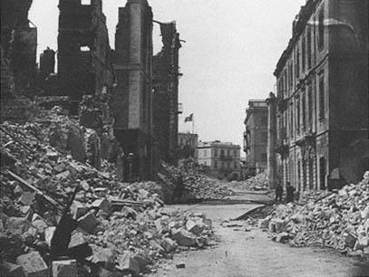 последствия бомбардировки, пожара и грабежа в Александрии